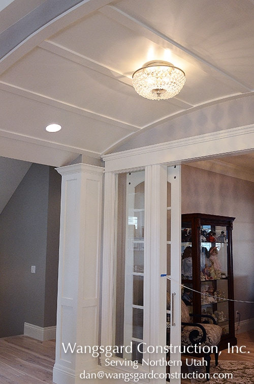 Love the entry way.  Lots and lots of finish carpentry ideas from Mariel's husband, a Utah finish carpenter!