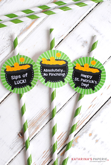 Free printable St. Patrick's Day straw flags