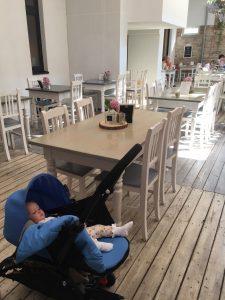 BabyZen Yoyo kan komme med på restaurant - og i flyet