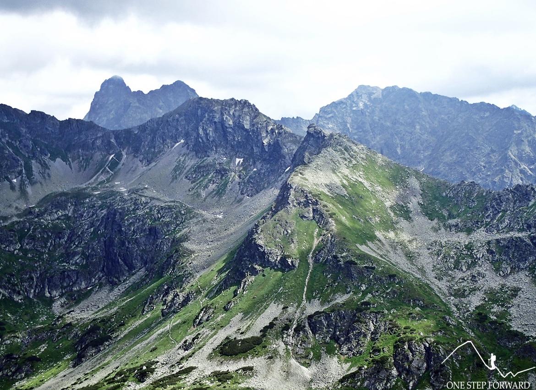 """Na pierwszym planie """"Szpiglas"""". Z tyłu chowa się Cubryna i Mięguszowiecki Szczyt Wielki."""