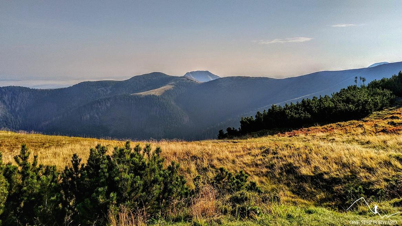 Przełecz Zabrat (Sedlo Zábrať) - widok na polską część Tatr Zachodnich