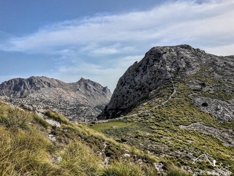 Widok na przełęcz Coll de Gats (995 m n.p.m.) - Ruta de Tres Miles, Majorka