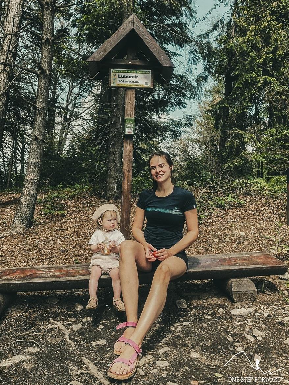 Lubomir z dzieckiem - Korona Gór Polski - tabliczka