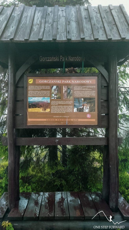 Gorczański Park Narodowy - tablica na Turbaczu
