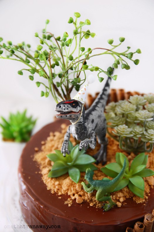velociraptor birthday party cake