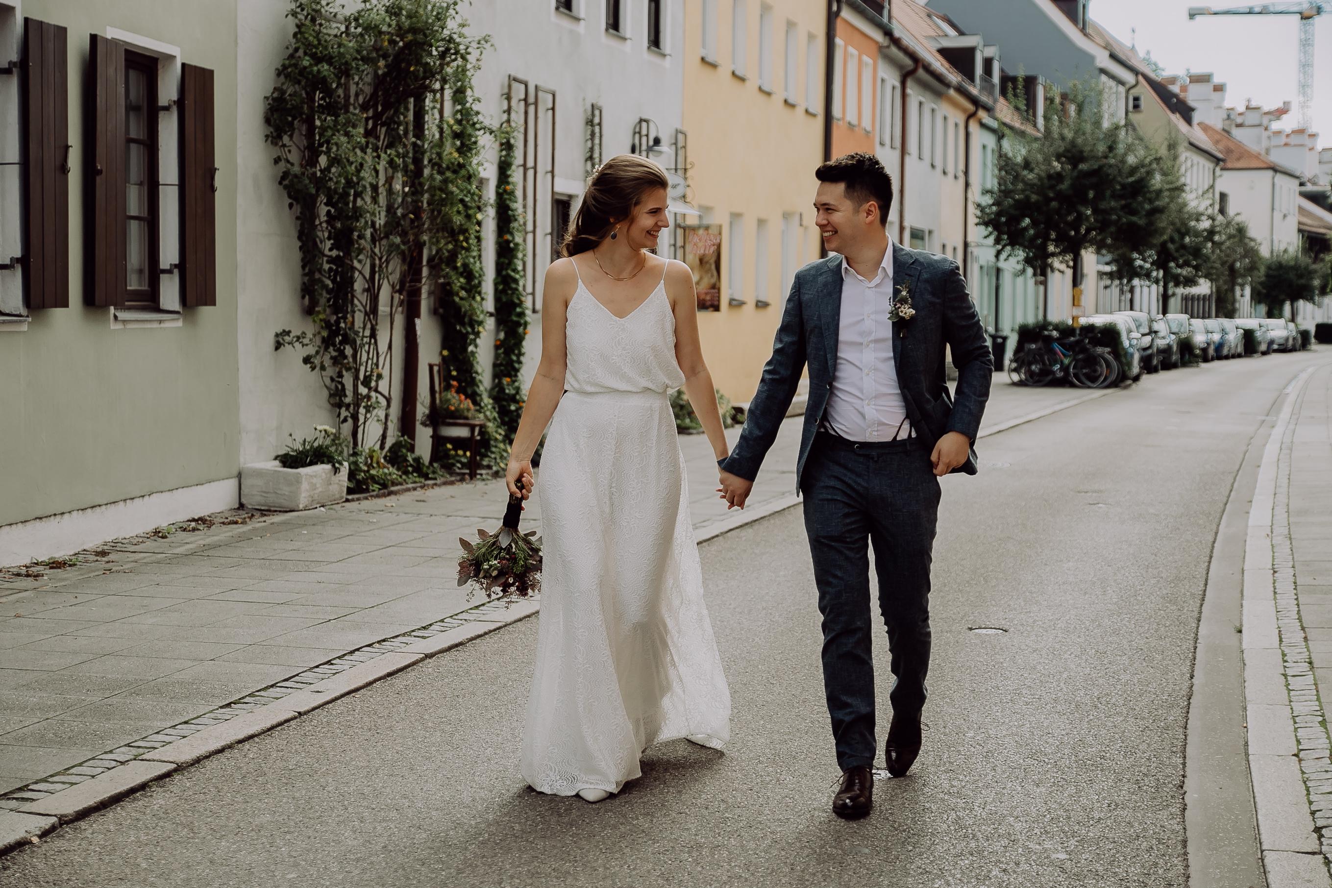 Veronika und Michael beim Hochzeitsshooting in der Ingolstädter Altstadt.