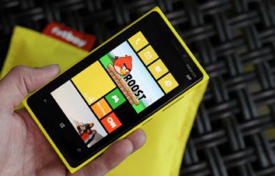 Lumia-920-mano