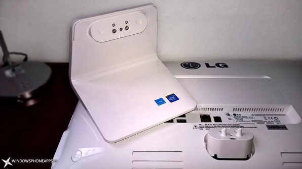 LG-22V240-pantalla-por-detrás-y-base-de-la-pantalla-2