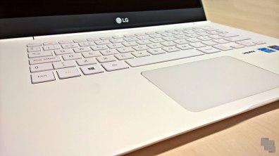 lg-14z950-14z960-teclado-touchpad-angulo-izquierdo