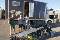 Die Jungs von www.weltreise-wg.de/on nehmen mich mit auf einen 2000er Pass. Fahrrad im Auto, Anhänger ober auf dem Führerhaus :-) Danke