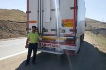 Letzte Passüberquerung, 12 km auf 2.500 m. Dank an den iranischen LKW-Fahrer