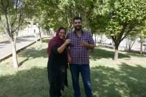 Atefeh und Reza schenken mir zum Abschied nach klasse Unterhaltung beim Frühstück im Park einen Glücksbringer. Danke :-)