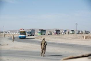 Am zweiten Tag wird ein Konvoi mit 61 Bussen mit knapp 3300 Pilgern auf der Rückreise vom Imam-Husain-Schrein in Kerbela, Irak nach Punjab, die Region um Lahore. Die Feierlichkeit findet einmal im Jahr statt. Beeindruckendes Spektakel für uns.