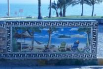 Tropenkachelkunst vor Tropenlandschaft am Persischen Golf.