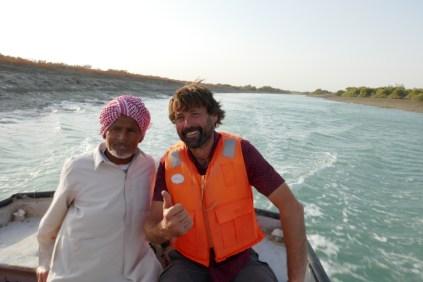 Der lustige Kaptitän beim Bootsausflug in die Mangrovenwelt.