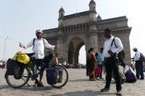 Gateway of India: Errichtet 1911 zur Erinnerung an den Besuch des englischen Königspaars, nach ca. 100 Jahren Herrschaft die ersten britischen Monarchen, die indischen Boden betraten.