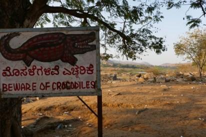 Gut, dass ich den Warnhinweis erst nach der Flussdurchquerung gesehen habe... Es gibt schon seit Jahren keine Krokodile mehr, da der Fluss kaum noch Wasser führt.
