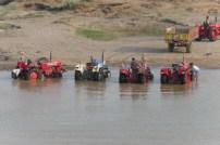 Nach getaner Arbeit fein gemeinsames Traktor waschen.