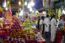Die aufwendigste Obstdarbietung Indiens, um 22 Uhr aufgenammen.