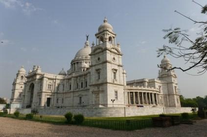 Das Victoria Memorial wurde zum Gedenken an die Englische Königin 1921 eröffnet und beherbergt von Beginn an ein Museum.