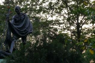 Gandhi wandert durch Kolkata.