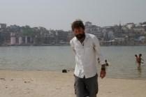 Am Ganges mit der 'Skyline' von Varanasi.