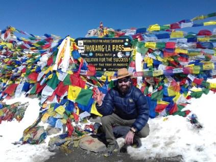 Höchster Punkt der Runde. Very Happy. Der Aufstieg zum Pass ist nach beachtlich gutem Schlaf auf 4.850 m eher einfach. Bin überrascht, als die Gebetsflaggen nach 2 1/2 Stunden schon auftauchen.