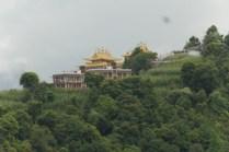 Tageswanderung zu Kloster Namo Buddha, 40 km von Kathmandu. Eine der heiligsten buddhistischen Pilgertätten weltweit.
