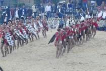 Alle 16 Stämme aus Nagaland sind mit umfangreichem Programm vertreten. So gehen die Bräuche, Rieten und Traditionen der indigene Vergangenheit nicht verloren.