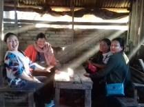 Pause vom Markttreiben in Moreh, direkt an der Grenze von Myanmar gelegen.