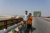 Sehr kurzweilige Begegnung auf der Landstrasse. Drei Mädels aus der Nähe waren auf Mopeds in der Gegenrichtung unterwegs.
