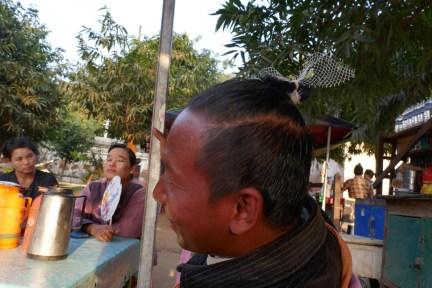 Dieser lustige Zeitgenosse ist bei der Wahl des Haarbands sehr kreativ. Denk sich jeden Tag etwas Neues aus :-)