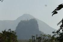Mt. Popa mit Kloster Taung Kalat im Vordergrund. 1 1/2 Tage verbringe ich hier.