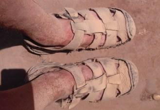 """Da lohnt sich doch das Füßewaschen am Abend :-) Übrigens war die Meinung des indischen Schusters vor einem Jahr: """"Die halten noch maximal 6 Monate"""". Wäre doch zu Schade, das gute Schuhwerk jetzt nach mehr als 10 Jahren auszutauschen. Geputzt und gefettet sind die noch 1A."""