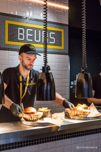 eating burgers in #Brussels Manhattn Burger Bar - review by @onfoodandwine