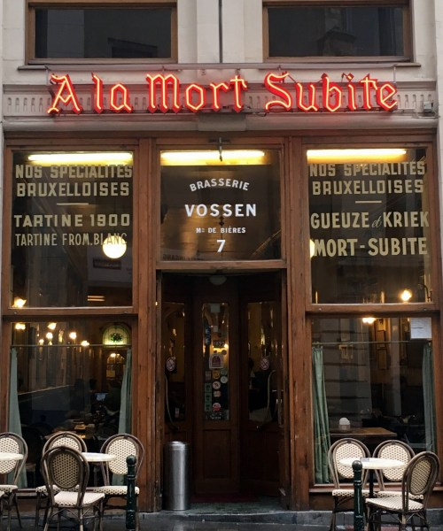 enjoying the best Belgian #beer at institution #beerbar in #Brussels A La Morte Subite - review by @onfoodandwine
