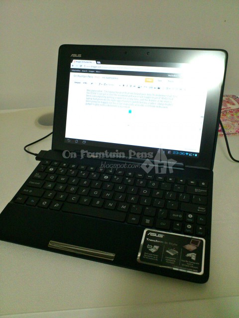Asus Transformer TF300! Looks like a laptop when connected...