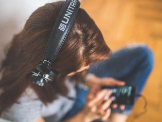 Headphones, Earbuds May Affect Hearing in Children, Warns Experts