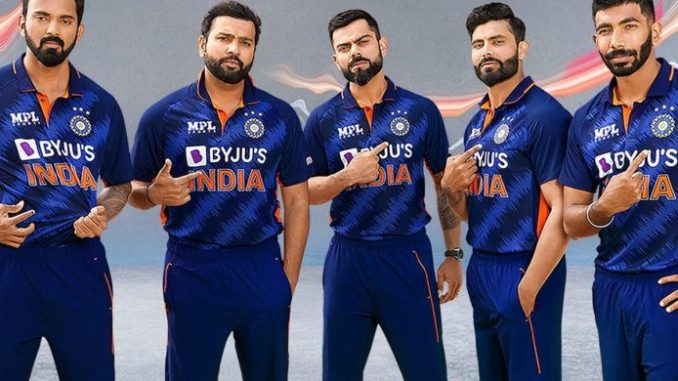 BCCI Unveils New Team India Kit for T20 World Cup 2021, Fans Give Thumbs Up As 'Billion Cheers Jersey' Trends on Twitter