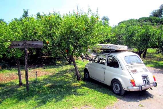 Petite fiat 500 dans l'agritourisme en Sicile