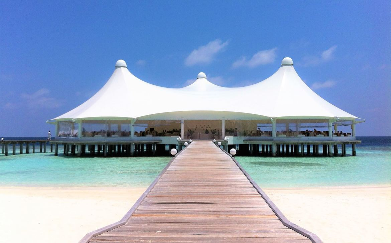 Restaurant sur piloti de Safari Island Maldives