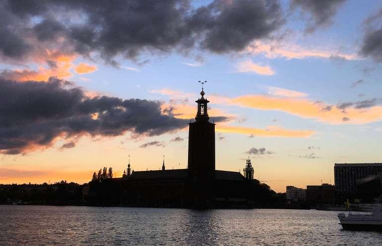 Stadshuset Hotel de ville de Stockholm au coucher du soleil