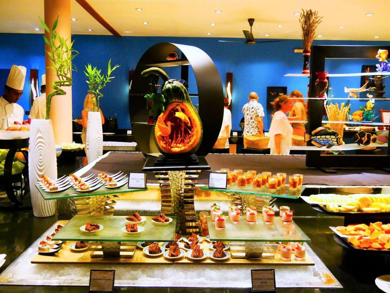 Buffet au restaurant sur une ile Maldives