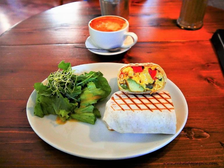 Lunch au Blackbird Café à Lausanne avec un délicieux burritos