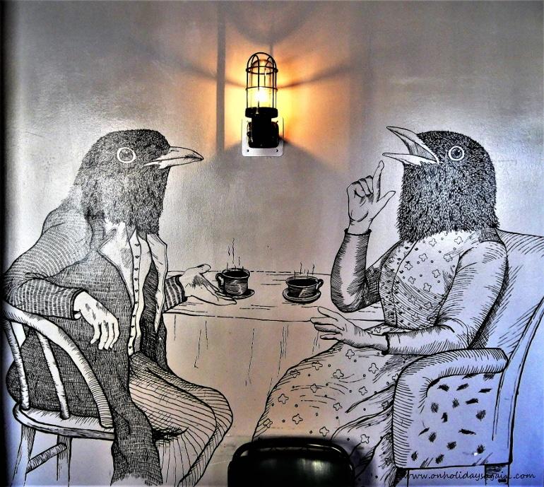 Fresques du corbeau de Oko au Blackbird Café à Lausanne