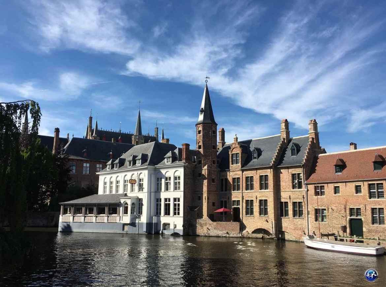 Visiter Bruges en amoureux le long des canaux