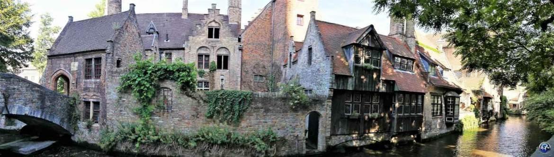 Le Pont St-Boniface et ses canaux à Bruges en Belgique