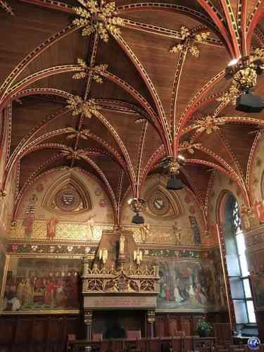Salle gothique dans l'Hôtel de Ville à Bruges