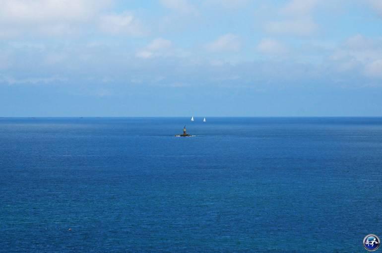 Tour du monde confortable phare dans l'ocean bretagne blog voyage suisse cosy on holidays again