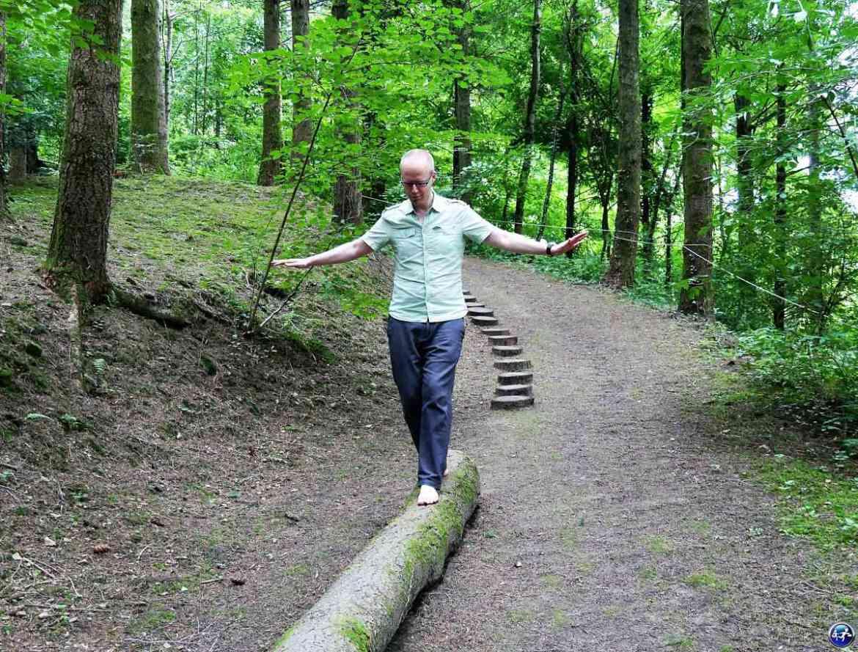 Le sentier pieds nus dans le Jardin de la Cude aux alentours de Luxeuil-les-Bains dans les Vosges du Sud